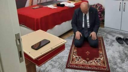 Bakan Soylu, şehidin seccadesinde namaz kıldı