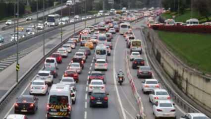 İstanbul'da haftanın ilk günü trafik yoğunluğu!