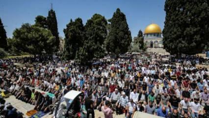 Mescid-i Aksa'da 60 bin kişiyle cuma namazı
