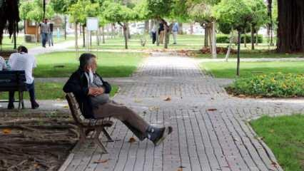 """Adanalılar 41 dereceyi gördü: """"Bu sıcakta virüs kalır mı?"""""""