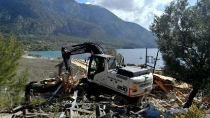 Muğla'da Akbük Koyu'ndaki yıkımlar sürüyor
