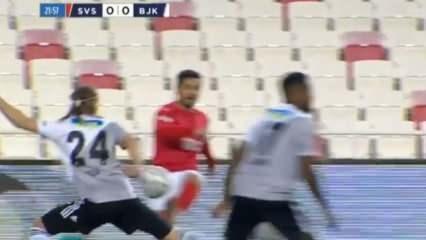 Sivasspor penaltı pekledi! Vida...