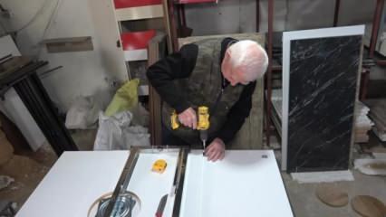 83 yaşındaki emekli öğretmen akıllı masayla dünyaya açılıyor!