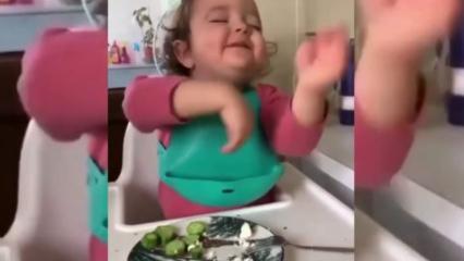 Roman havası duyunca oynamaya başlayan küçük kızın halleri rekor kırdı!