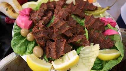 Adıyaman'ın etsiz çiğ köftesi iftar sofralarının vazgeçilmezi