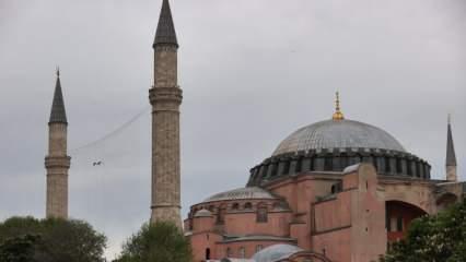 Ayasofya-i Kebir Camisi'ne Kadir Gecesi'ne özel mahya