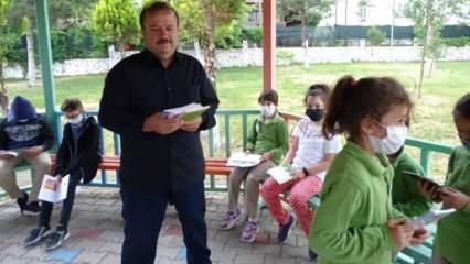Kütahya'da emekli kütüphaneci okulları gezerek çocuklara kitap hediye ediyor