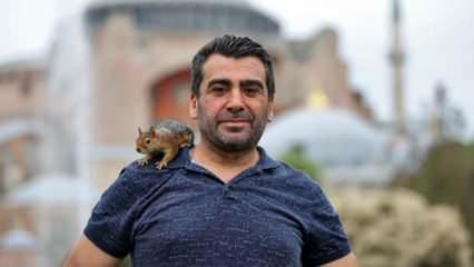 Baba yadigarı sincabı omzuna alıp İstanbul'u geiyor