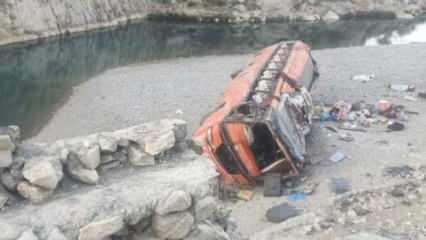 Pakistan'da hacıları taşıyan otobüs devrildi: 23 ölü, 30 yaralı