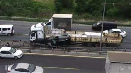 TEM'de feci kaza: TIR ile bariyer arasında sıkıştı