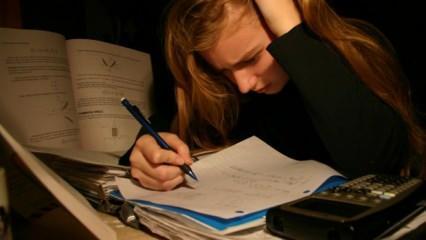 Velilere uzman tavsiyeleri: Ailelerin endişesi çocuğun stresini arttırabilir