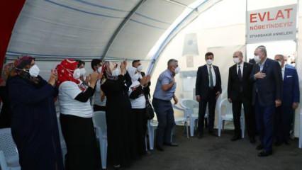 Cumhurbaşkanı Erdoğan, Diyarbakır annelerini ziyaret etti
