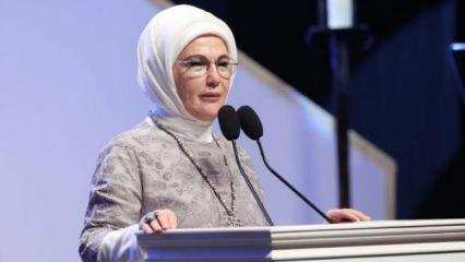 """Emine Erdoğan """"Buğday Tanesi"""" tiyatro gösterisini izledi"""