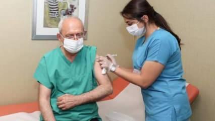 Kemal Kılıçdaroğlu koronaya karşı 3. doz aşısını yaptırdı