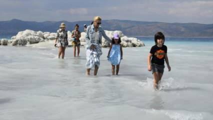 Sular çekilince Salda Gölü kenarı plajlara döndü