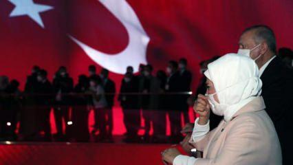 Cumhurbaşkanı Erdoğan ve eşi Emine Erdoğan Demokrasi Müzesi'nde duygu dolu anlar yaşadı