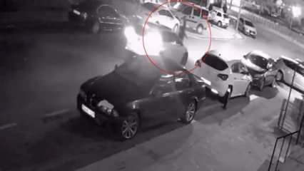 Yolun karşısına geçmek isterken araba çarptı! Feci kaza anı kamerada