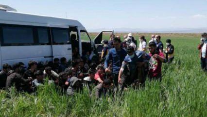 Erzincan'da yasa dışı yollarla Türkiye'ye giren 27 kişi yakalandı