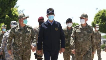 Bakan Akar, Suriye sınır hattında incelemelerde bulundu