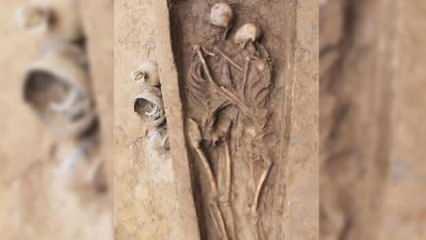 """""""Mezara kadar aşkı"""" simgeleyen bir çifte ait 1600 yıllık iskeletler bulundu"""