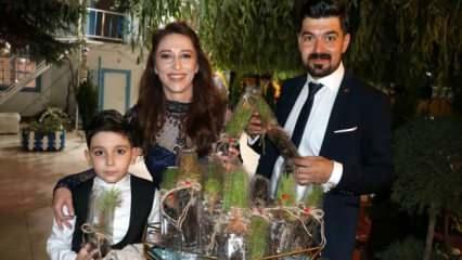 Sivas'ta bir aile oğullarının sünnet düğününde çam fidesi dağıtarak takdir topladı