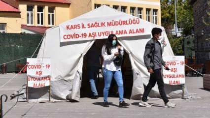 Kars'ta köy köy dolaşıp aşı yapan sağlık ekipleri kenti mavi kategoriye taşıdı