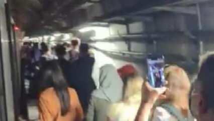Marmaray'da arıza; yolcular raylar üzerinde yürüdü