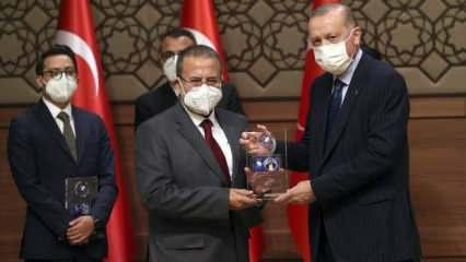 Kanal 7'nin büyük gururu: Zahid Akman'a 'Yılın Televizyon Yöneticisi' ödülü