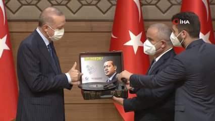 AYD Başkanı Burhan'dan Başkan Erdoğan'ı mutlu eden hediye