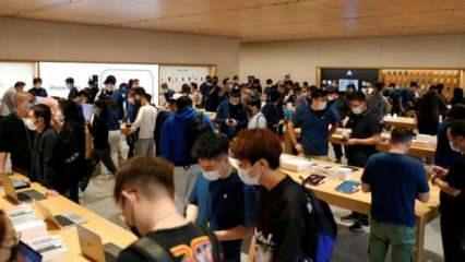 iPhone 13 kuyruğu sosyal medyanın gündemine oturdu!