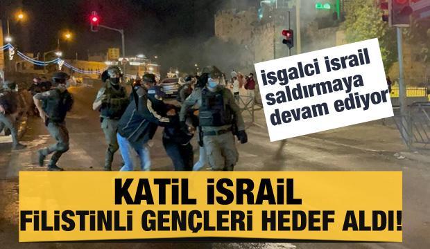 İsrail polisi, Mescid-i Aksa'da Filistinli gençlere saldırdı