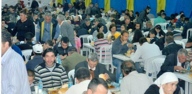 Eyüp Sultan Vakfı'ndan 100 bin kişiye iftar